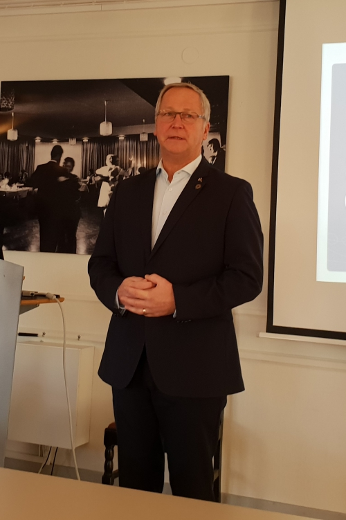 Mikael Larsson hälsar välkommen till Höstårsmötet 2018